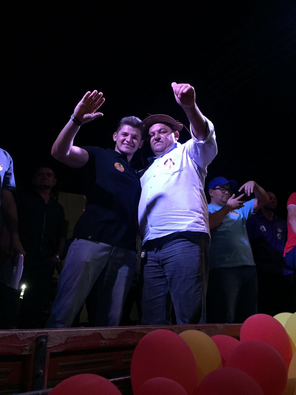 Foto de Carlão do Feijão inaugura comitê em Dirceu  Arcoverde