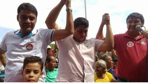 Foto de WD participa de caminhada e comício em Dirceu Arcoverde