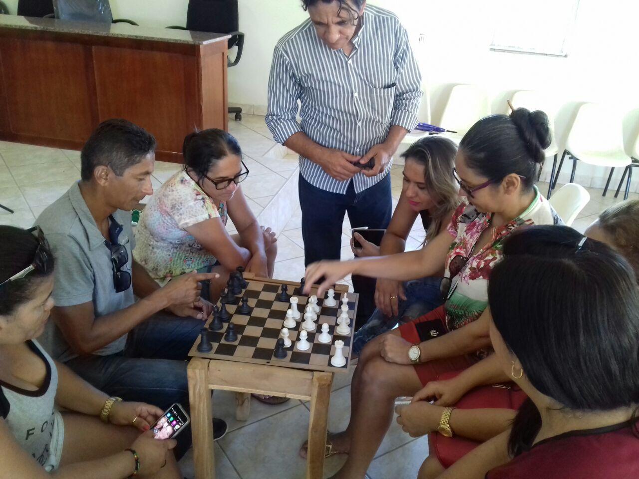 Foto de Secretaria de Educação implanta o Xadrez nas escolas de Dirceu Arcoverde