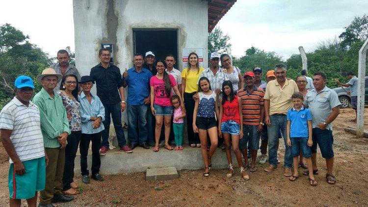 Foto de Michelle Oliveira inaugura adutora no interior de São Lourenço do Piauí