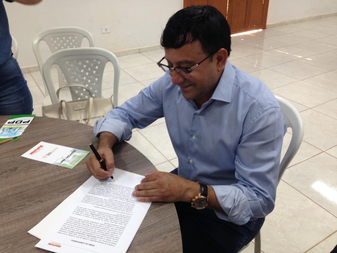 Foto de Prefeito Maninho assina do termo e mobiliza população para a elaboração do Plano Diretor de Coronel José Dias